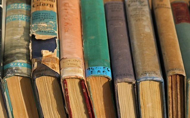 Poznaj 3 najlepsze sposoby na pozbycie się swoich starych książek