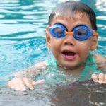 Naucz dziecko pływać – różne ćwiczenia na początek