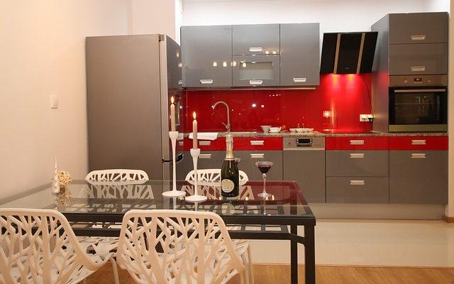 Jak wygląda sprzedaż mieszkania przez biuro nieruchomości?