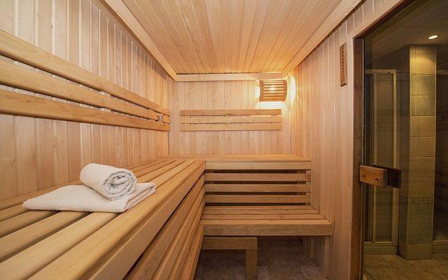 Świerkowa boazeria w saunie