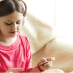 Kieszonkowe wypłacane przelewem, czyli zalety konta dla dzieci i młodzieży